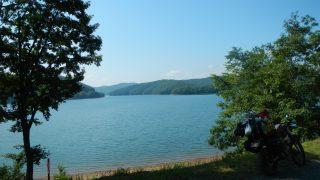岩洞湖畔林道